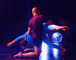 Dance Pictures: Contemporary dancers performing 'El Menu' by Maria Naranjo, 2009